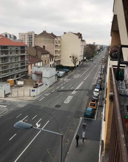 Ngày 26/3, đường sá tại thành phố Lyon vắng bóng người sau khi Pháp áp dụng lệnh hạn chế đi lại. Ảnh: Hải Vân.