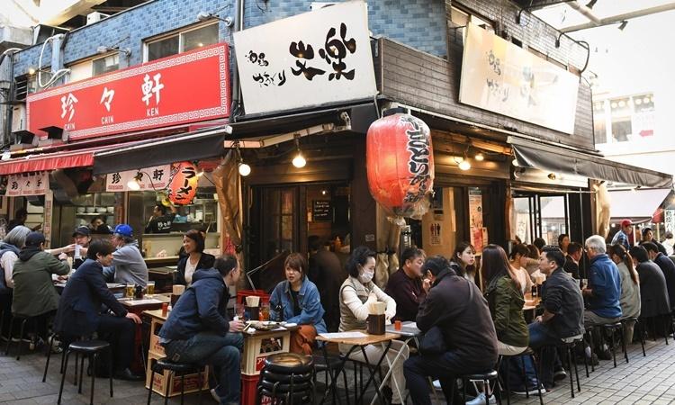 Nhịp sống vẫn hối hả ở Nhật giữa Covid-19 - ảnh 1