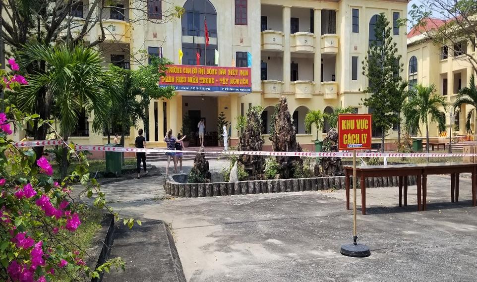 Trường cán bộ nông dân, ở phường Cửa Đại TP Hội An cách ly những người tiếp xúc với bệnh nhân 167. Ảnh: Huỳnh Chín.