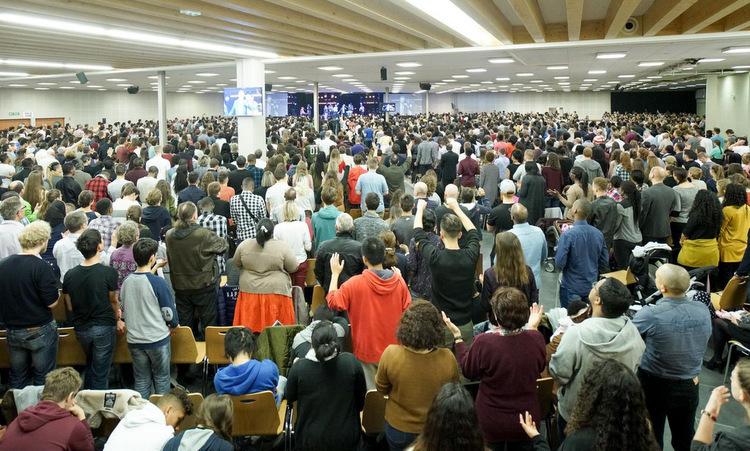 Buổi thánh lễ kích ''bom nổ chậm'' Covid-19 tại Pháp -