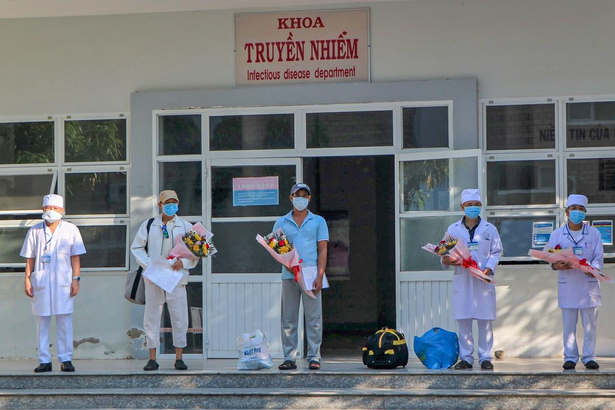 Hai bệnh nhân Ninh Thuận xuất viện