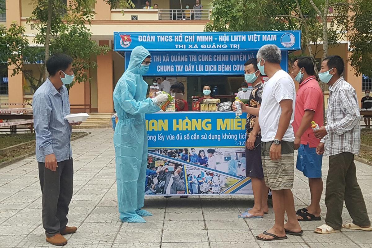 Một gian hàng trong khu cách ly ở thị xã Quảng Trị. Ảnh: Quang Hà