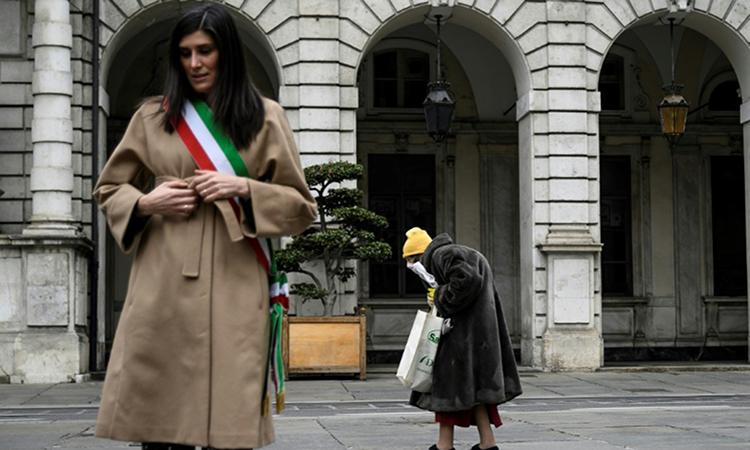 Italy 'thang tran dau' chong Covid-19