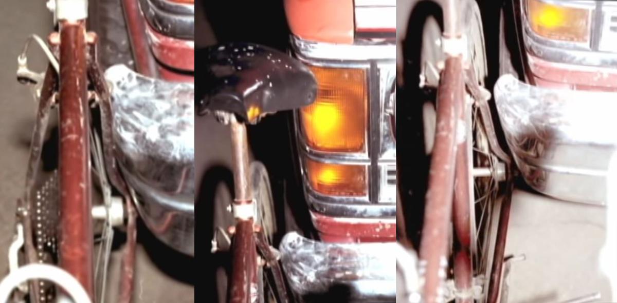 Vết tích trên xe đạp phù hợp với thiệt hại trên xe của Northey. Ảnh: Filmrise.