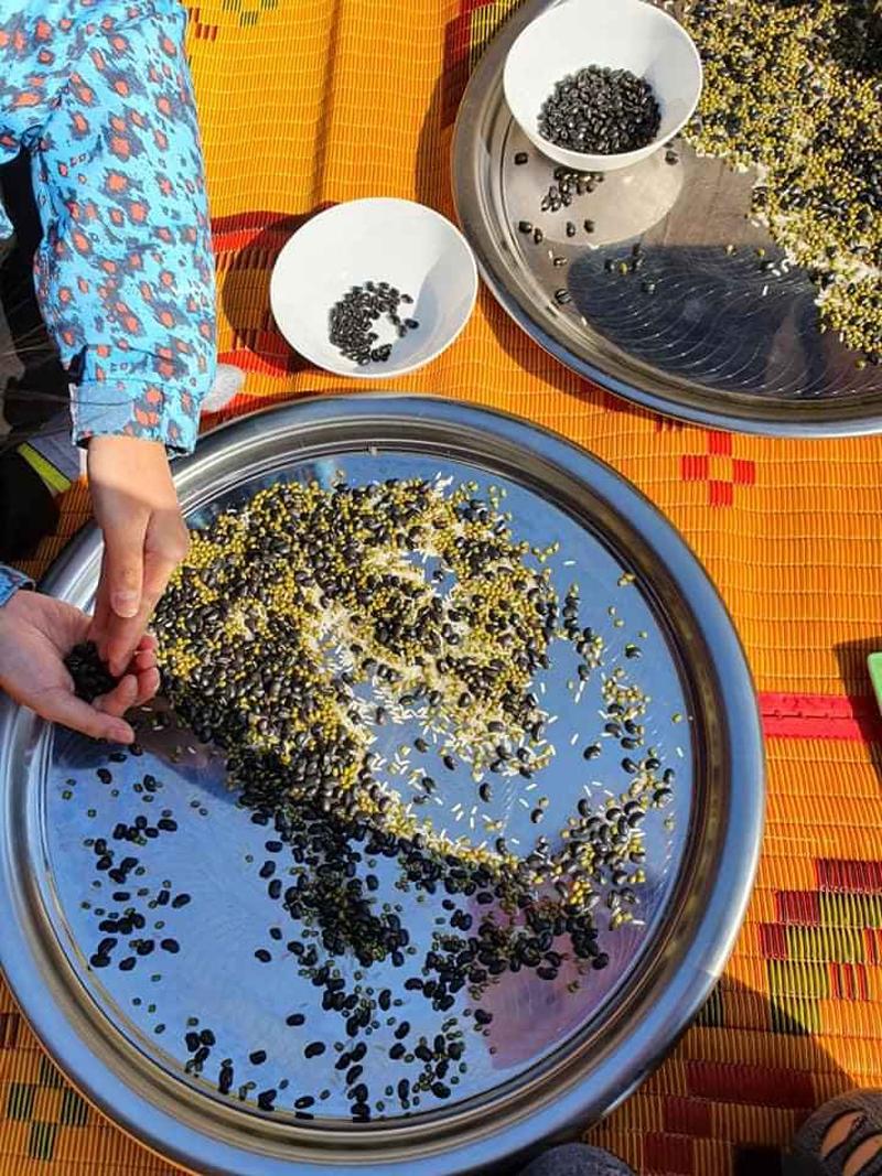 Mẹ trộn gạo với đậu cho con giải khuây khi ở nhà mùa dịch - 6