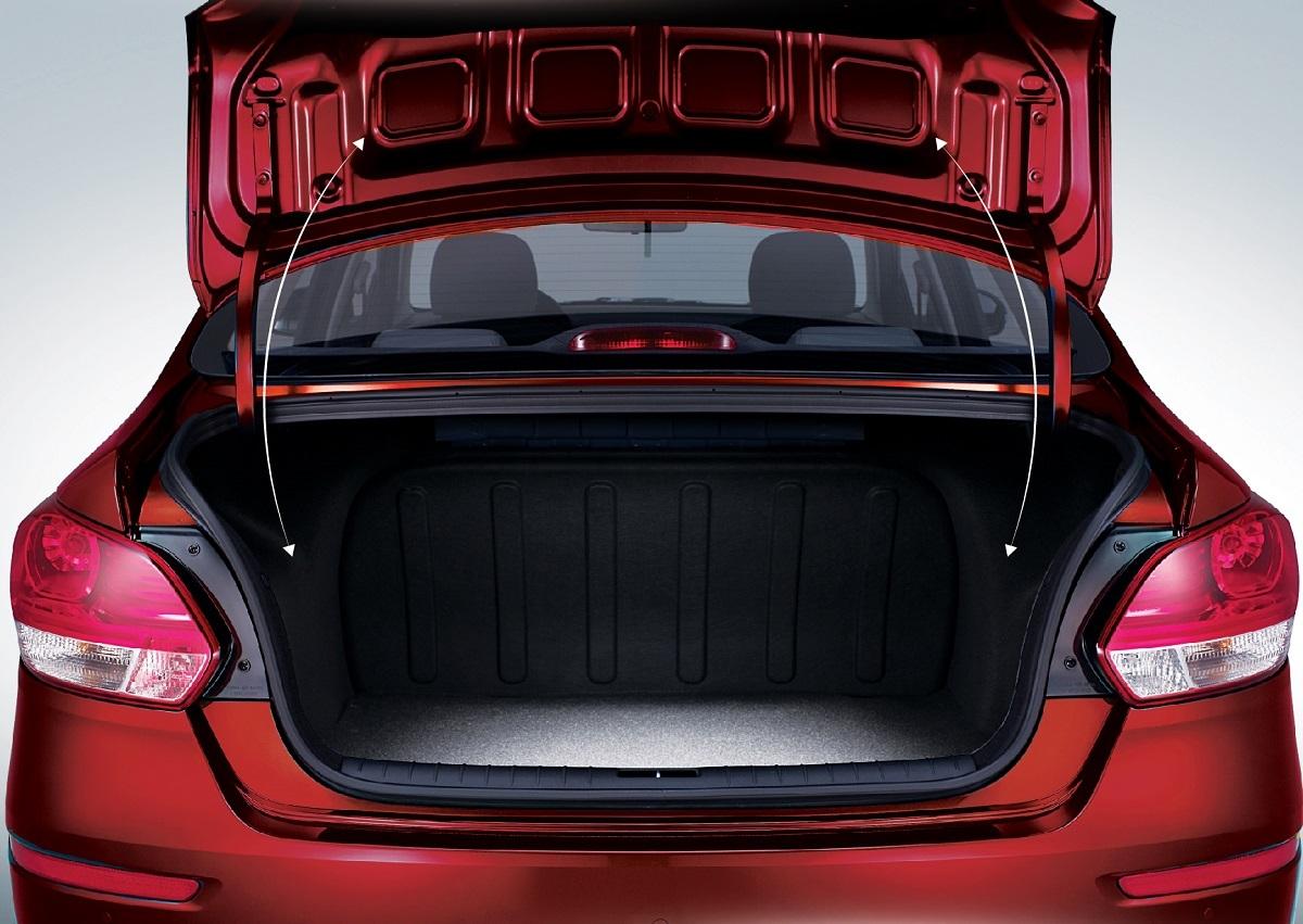 Kia Soluto AT Luxury còn được trang bị cốp sau mở điện thông minh