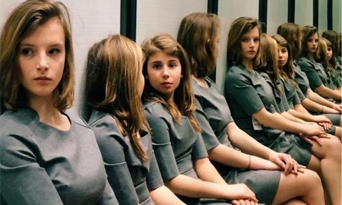 Có tất cả bao nhiêu cô gái ở trong bức ảnh này?