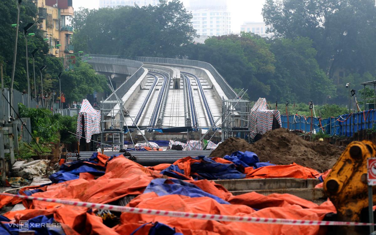 Đoạn dốc hạ ngầm thuộc dự án Metro Nhổn-Ga Hà Nội tại đường Kim Mã sáng 2/4 vắng bóng công nhân. Ảnh: Phương Sơn