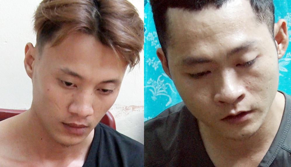 Thành (trái) và Quang, hai nghi phạm cướp ngân hàng, tại cơ quan công an. Ảnh: Công an cung cấp.