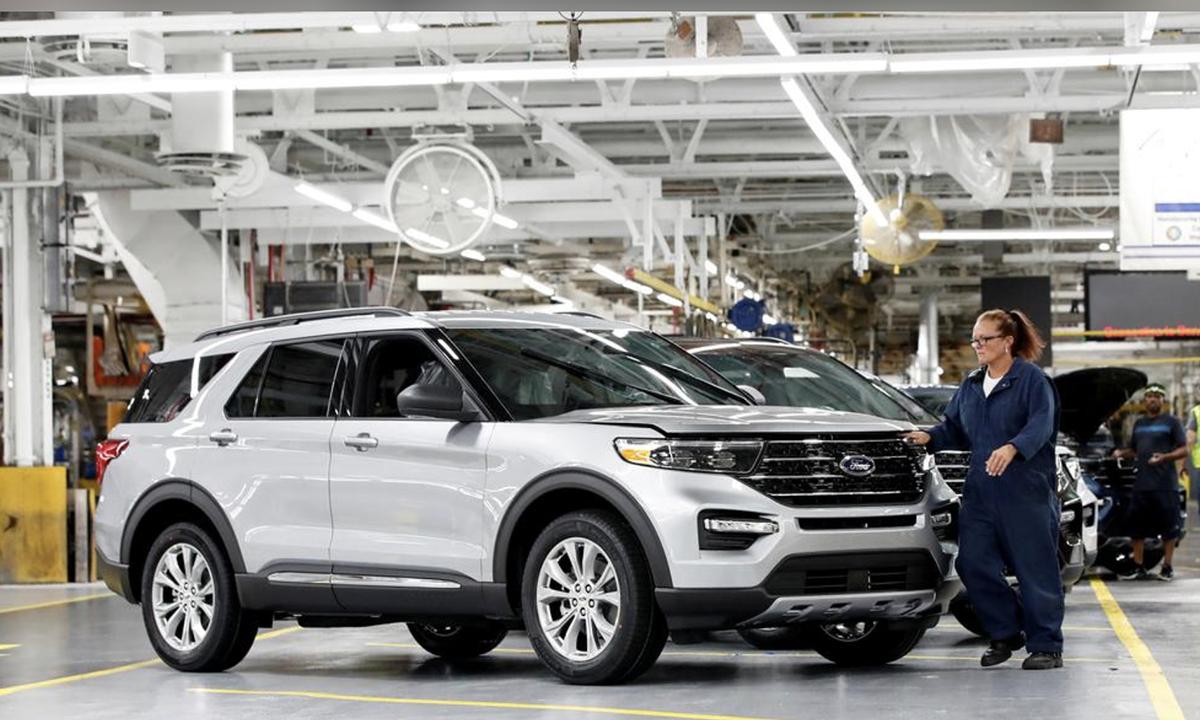 Bên trong một nhà máy sản xuất ôtô Ford ở bang Illinois, Mỹ. Ảnh: Reuters