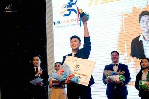 Quách Quán Biêu, sinh viên khoa Du lịch HSU đoạt giải quán quân The Guiding Star - cuộc thi tìm kiếm hướng dẫn viên du lịch tài năng.