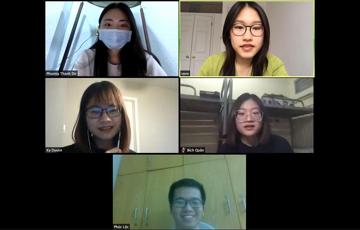 Các sáng lập viên dự án Pay It Foward by Du học sinh Việt Nam họp trực tuyến hôm 2/4. Ảnh: Nhân vật cung cấp.