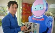 Giảng viên, sinh viên chế tạo máy rửa tay tự động