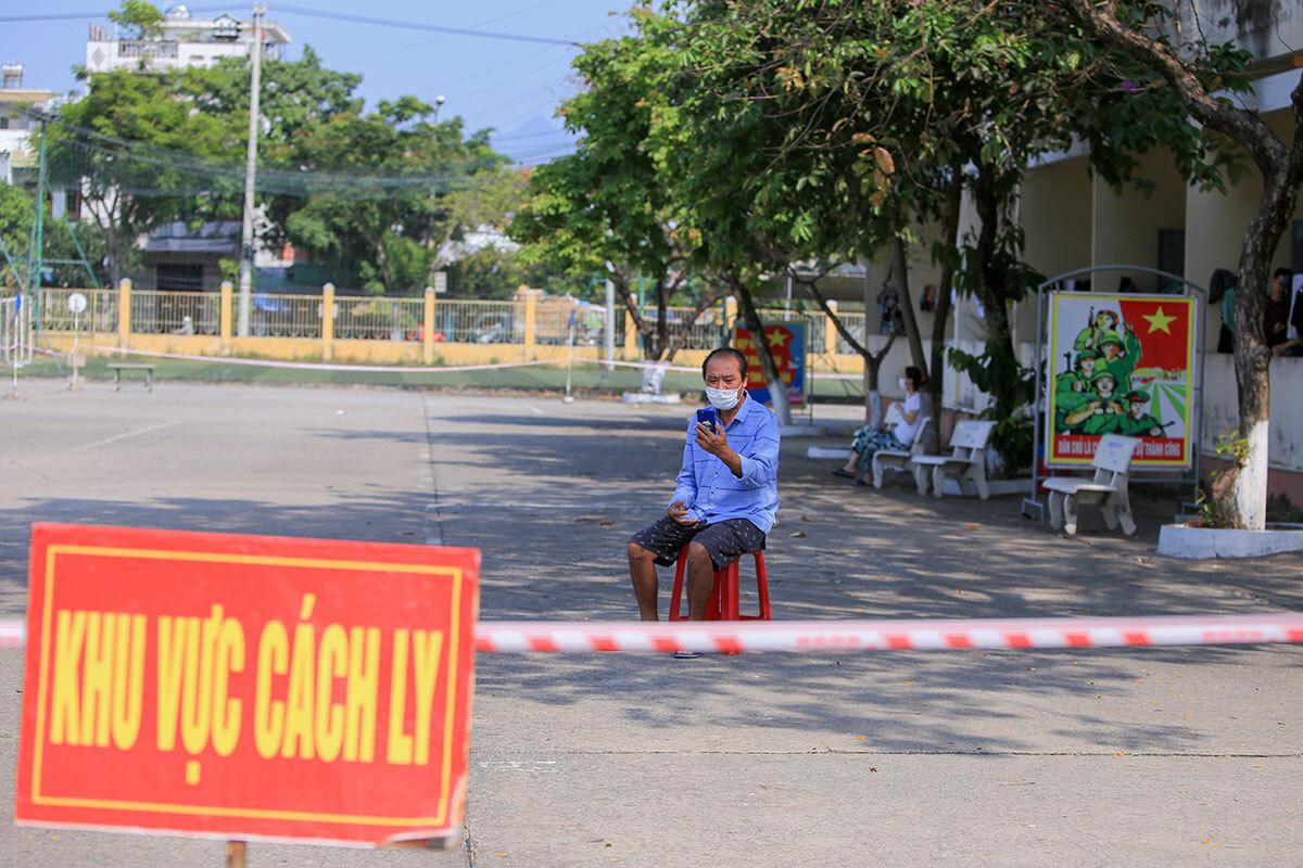 Khu cách ly tập trung của quân đội ở Đà Nẵng hồi tháng 3. Ảnh: Nguyễn Đông.