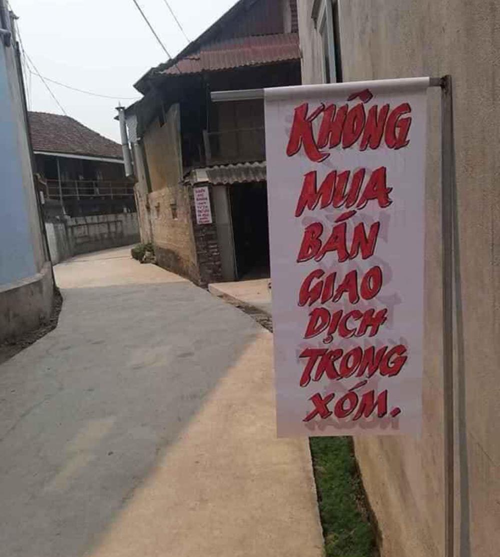 Mọi hoạt động mua bán trong xóm cũng bị cấm.