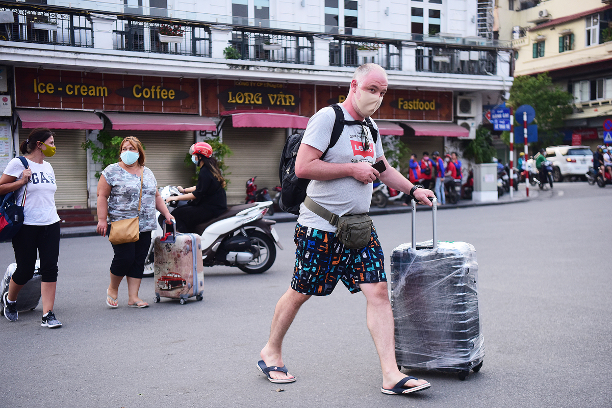 Du khách trong và ngoài nước đến Hà Nội đều giảm mạnh do dịch CoVid-19. Ảnh: Giang Huy.