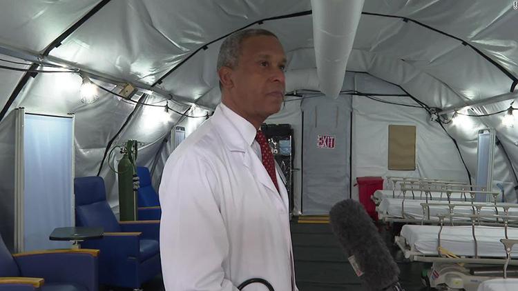 Bác sĩ Wayne Riley, chủ tịch bệnh viện SUNY Downstate. Ảnh: CNN
