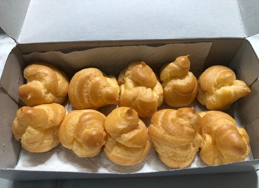 Những chiếc bánh su kem do Nguyễn Sam tự làm. Ảnh: Gia đình cung cấp.