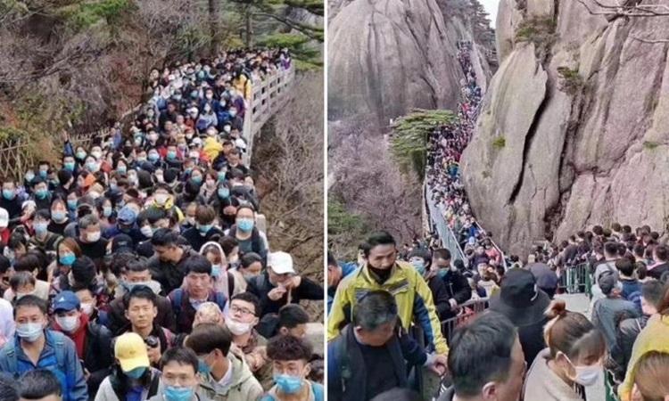 Hàng nghìn du khách chen lấn tại công viên núi Hoàng Sơn ở tỉnh An Huy hôm 4/4. Ảnh: CNN.