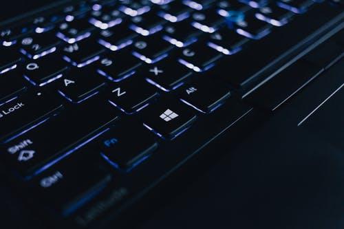 Người dùng mong muốn được kết nối với dịch vụ bằng điện thoại, máy tính để bàn, máy tính bảng hay bất kỳ phương thức liên lạc nào.