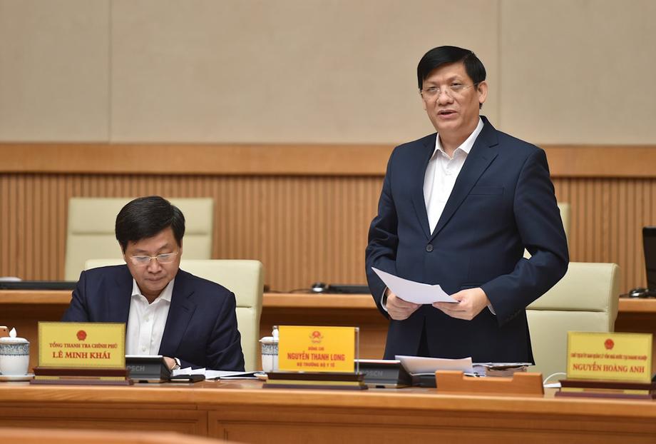 Bộ trưởng Bộ Y tế Nguyễn Thanh Long báo cáo tại phiên họp sáng nay. Ảnh: VGP/Quang Hiếu.
