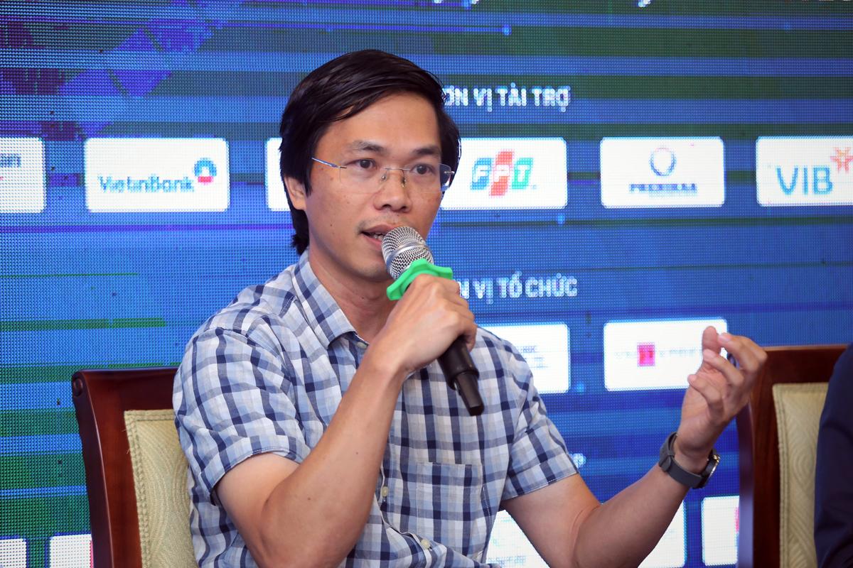 Ông Vũ Hồng Việt nói về mô hình đào tạo nhân lực AI kết hợp doanh nghiệp và trường đại học. Ảnh: BTC.