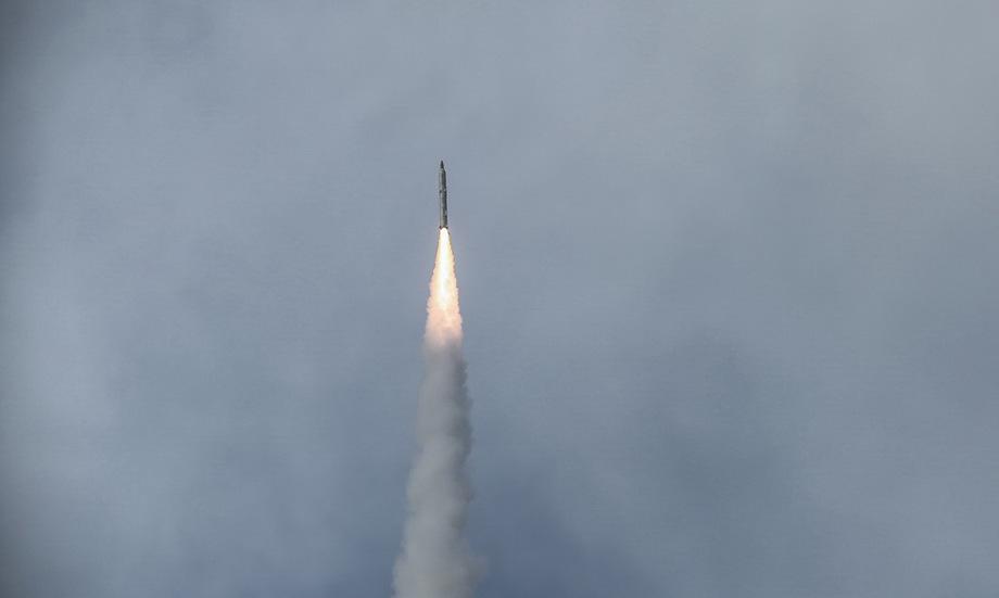 Tên lửa đạn đạo Iran khai hỏa trong cuộc tập trận hôm 16/1. Ảnh: Sepah News.