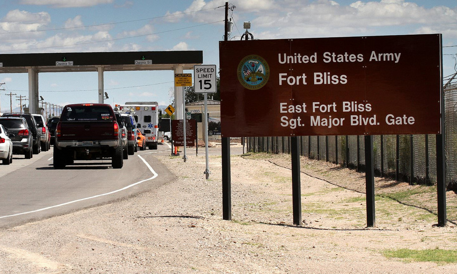 Cổng vào căn cứ Bliss tại bang Texas. Ảnh: AP.