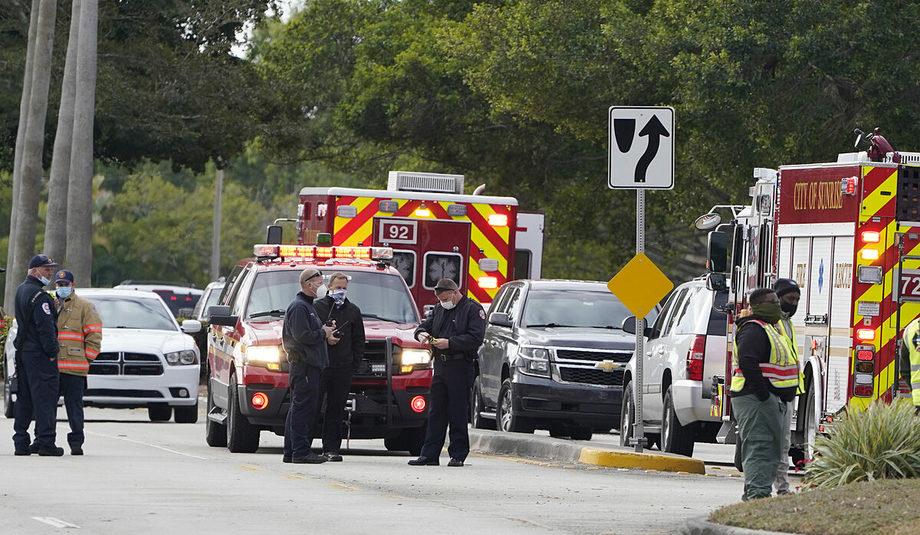 Giới chức hành pháp phong toả khu vực xảy ra vụ nổ súng ở Sunrise, Florida, hôm 2/2. Ảnh: AP.