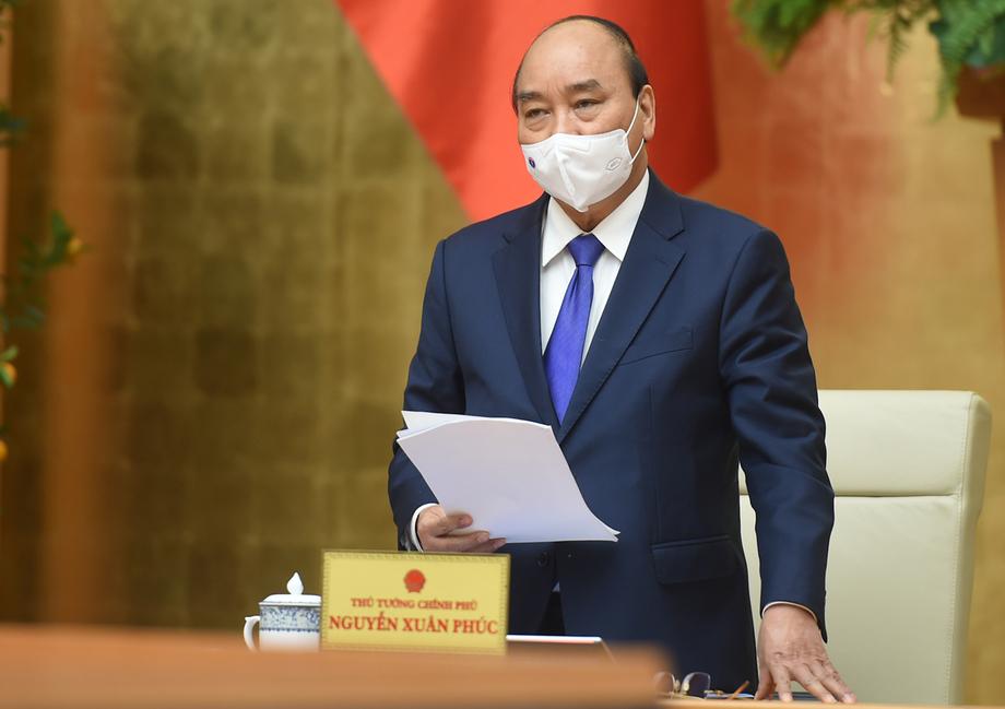 Thủ tướng Nguyễn Xuân Phúc phát biểu tại cuộc họp chiều 15/2. Ảnh: VGP/Quang Hiếu