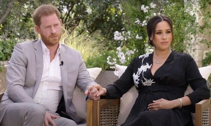 Harry và Meghan trong cuộc phỏng vấn được nhà đài Mỹ CBS phát sóng tối 7/3. Ảnh: Reuters.