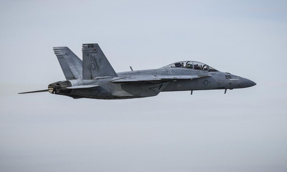 Tiêm kích F/A-18F thuộc Phi đoàn số 106 bay huấn luyện hồi năm 2020. Ảnh: US Navy.