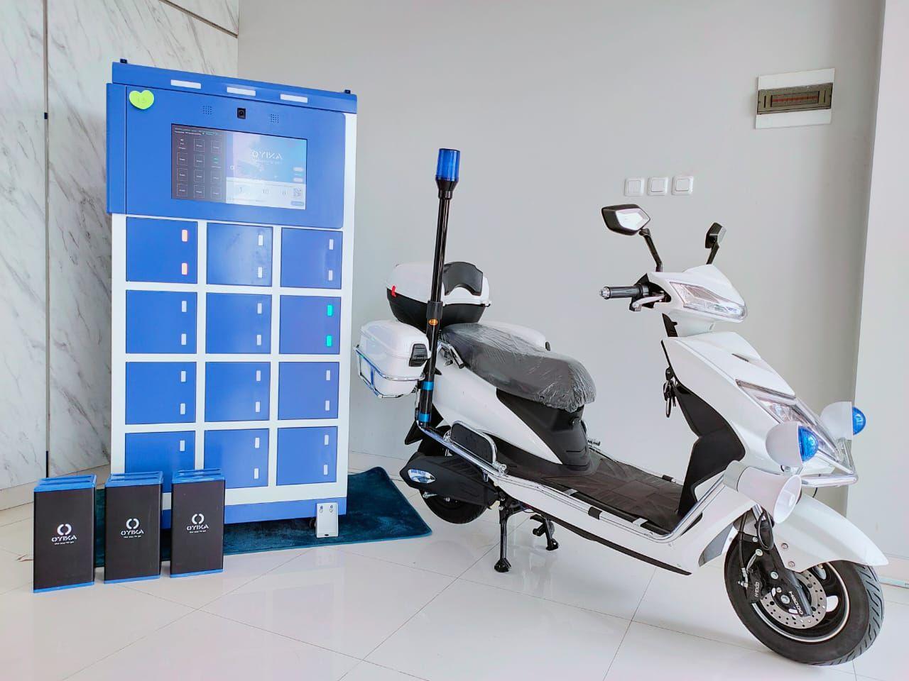 Xe máy điện, pin và trạm sạc của Oyika. Ảnh: Oyika.