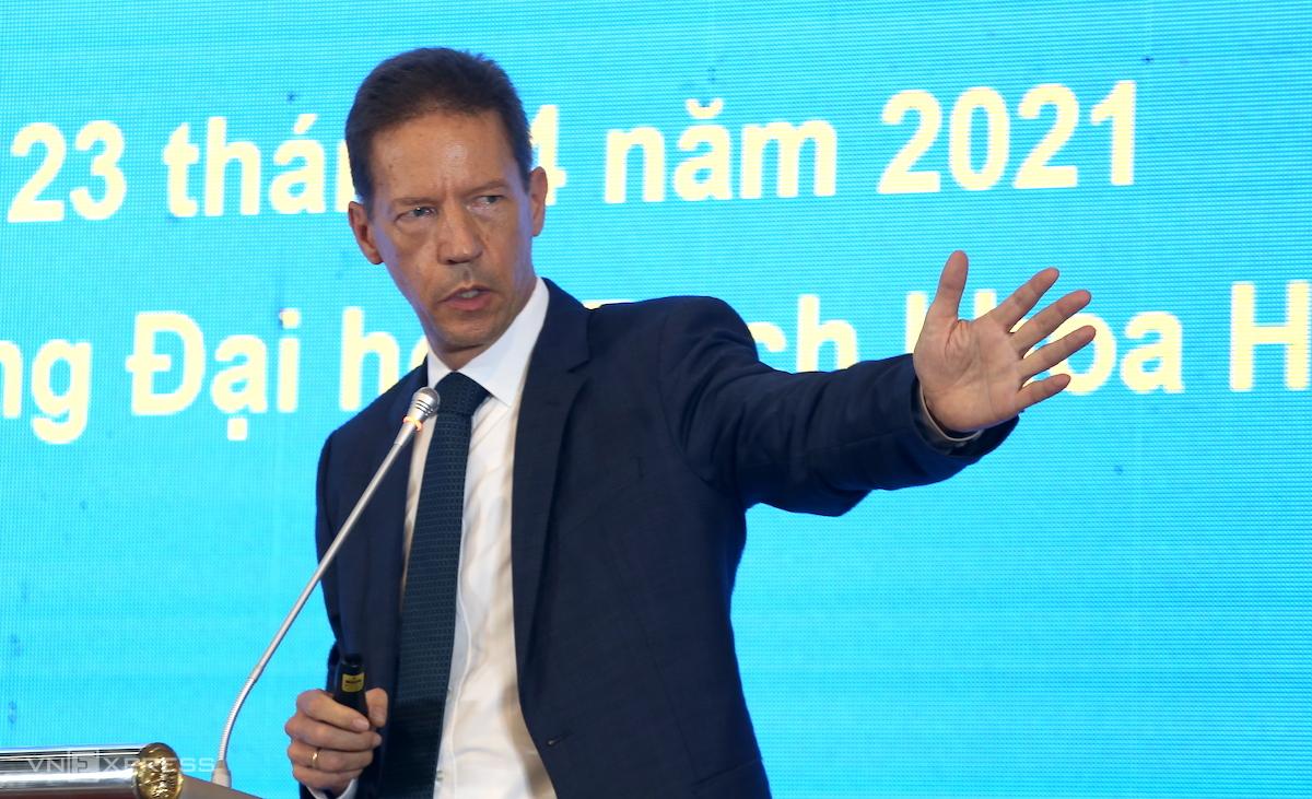 Ông Keynote Speaker nói về chuyển dịch năng lượng. Ảnh: Gia Chính