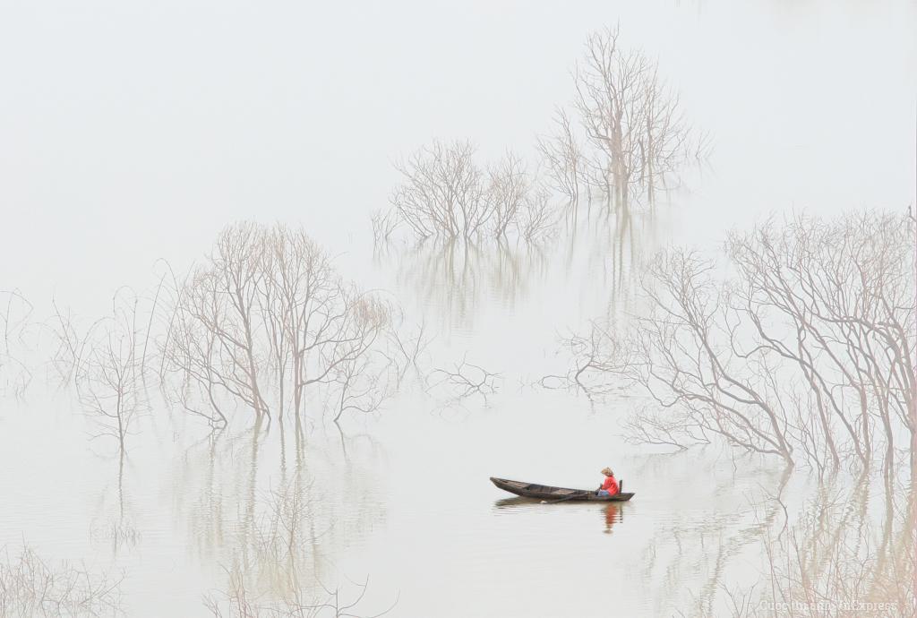 Sương sớm trên hồ Đa Mi